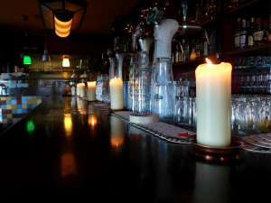 The Dutch often dine by candle light